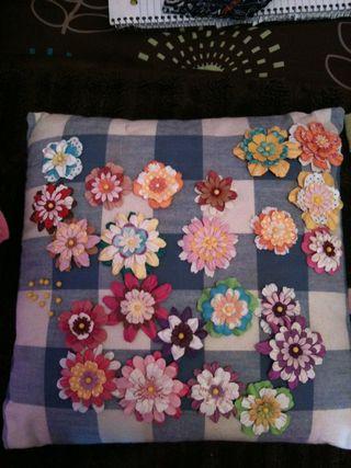 Mally flower pins